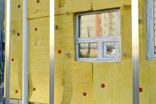 Druch eine Perimeterdämmungder Fassade, lassen sich Energiekosten einsparen.