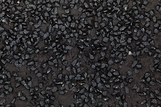 Grundmaterial Bitumen für Kellerabdichtung von innen