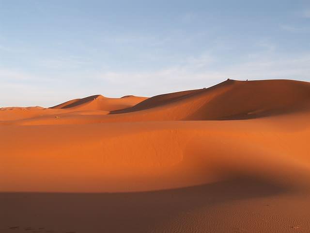 Wüstensand eignet sich wegen der Abrundungen nicht für eine Kellerabdichtung von innen durch Dichtschlämme