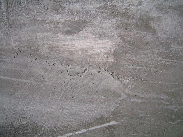 Mit Sanieruputz feuchten Keller sanieren